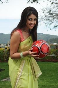 Actress Richa Gangopadhyay Latest Hot Saree Photos