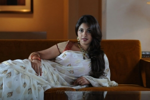 Osthi Richa Gangopadhyay White Saree Hot Wallpapers