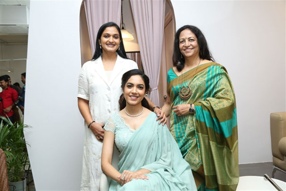 Actress Ritu Varma Inaugurates Lincy's Nail Bar Salon at Jubilee Hills Photos