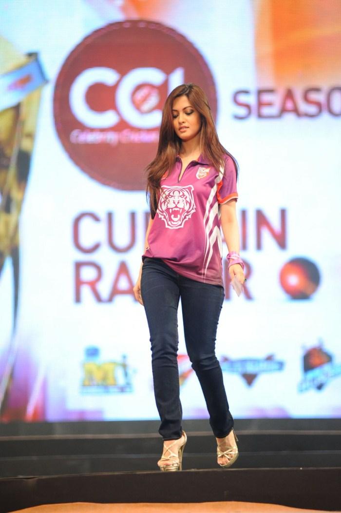 Picture 129106 | Actress Riya Sen Ramp Walk Stills | New ...