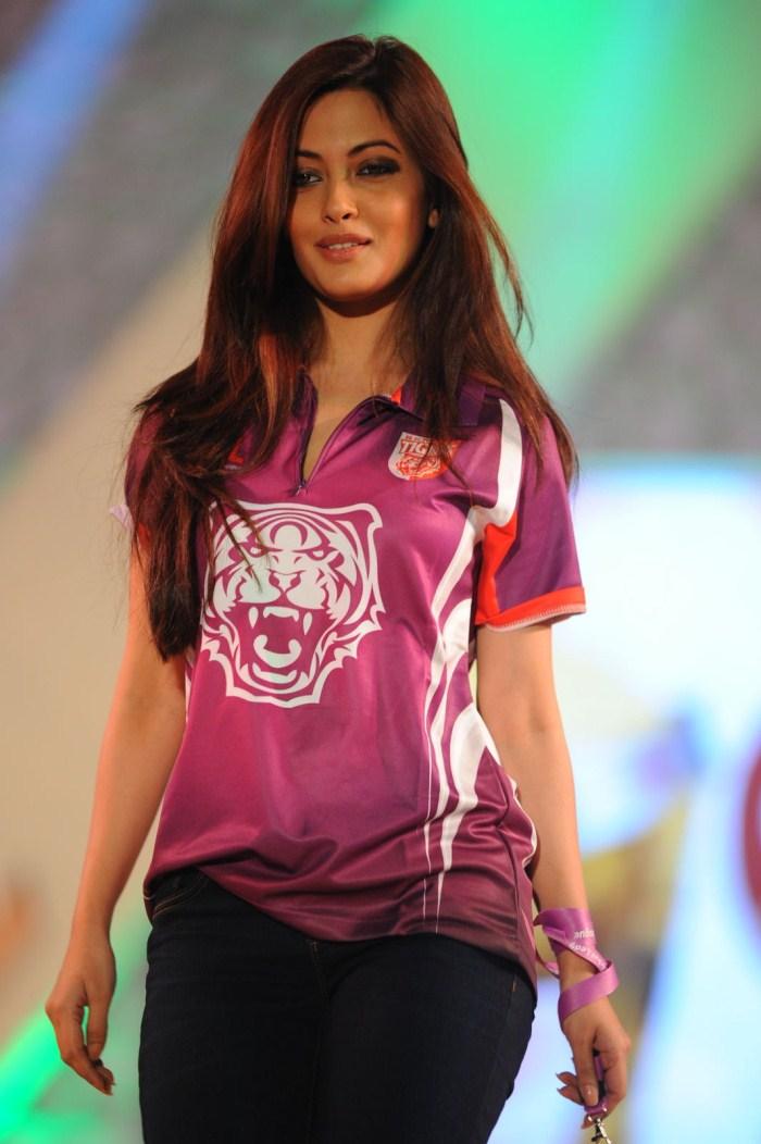 Picture 129107 | Actress Riya Sen Ramp Walk Stills | New ...