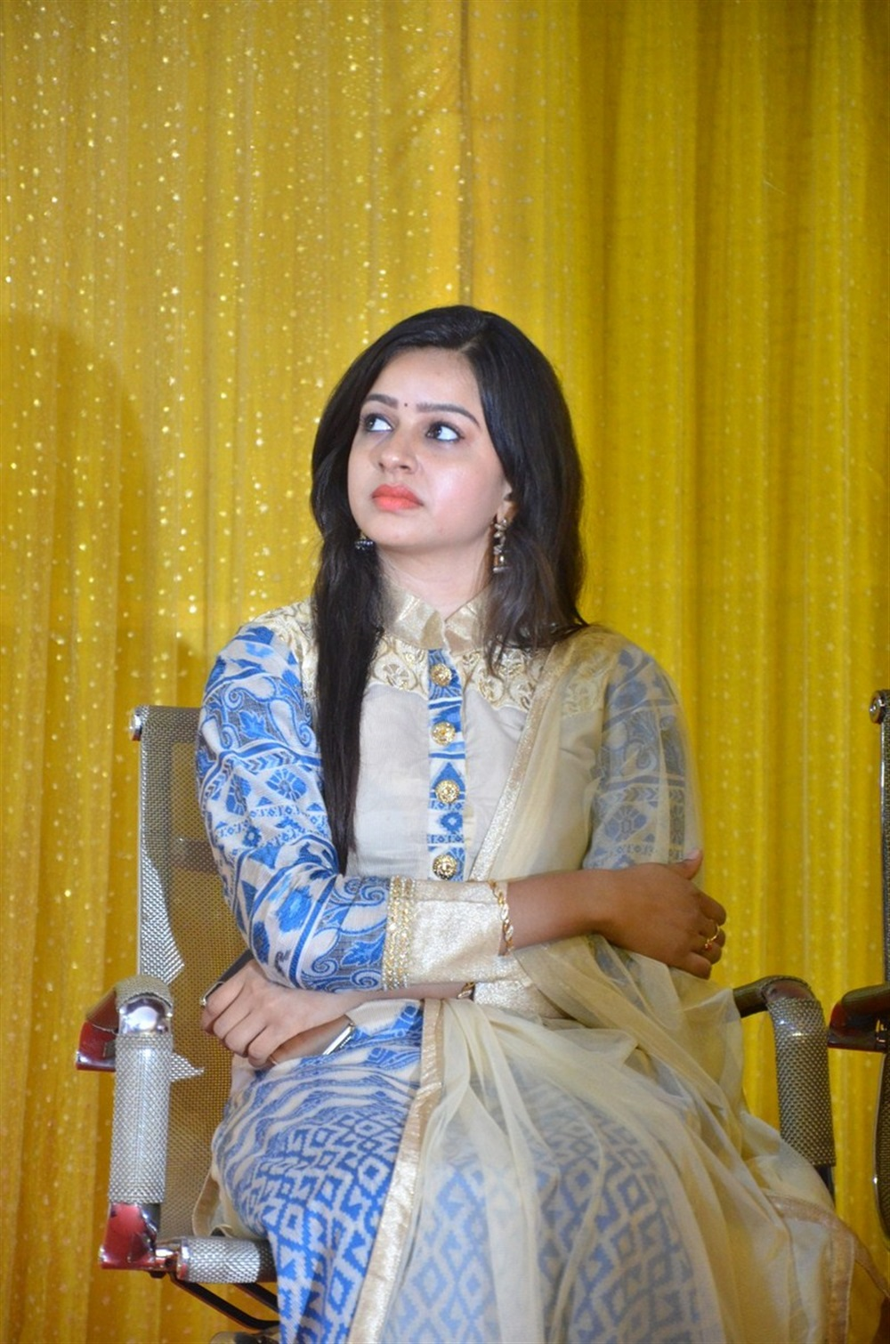 Sumangali Serial Actress Divya Press