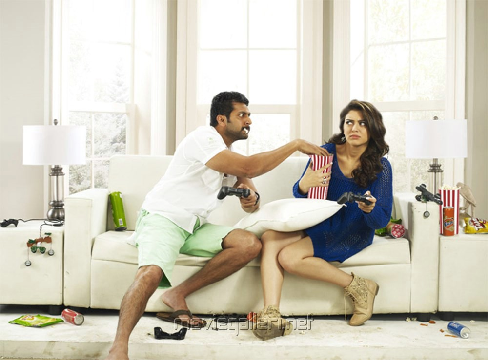 http://moviegalleri.net/wp-content/gallery/romeo-juliet-tamil-movie-stills/romeo_juliet_tamil_movie_stills_jayam_ravi_hansika_motwani_7d8f4e4.jpg