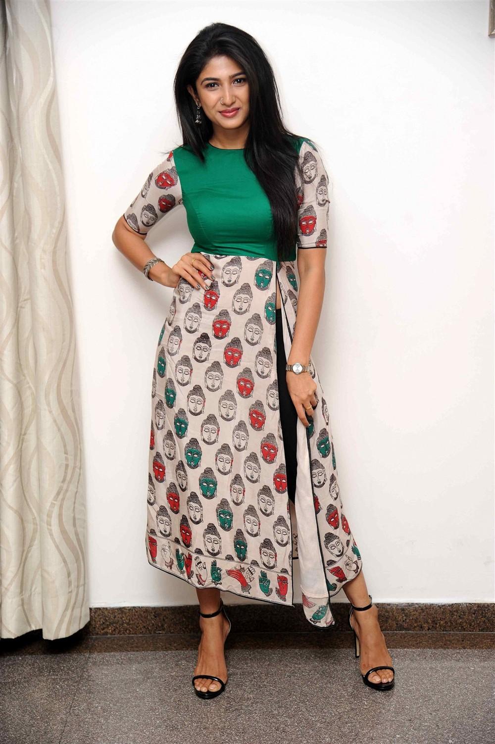 Actress Roshini Prakash Photoshoot Stills