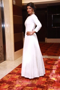 Actress Aishwarya Rajesh @ Saamy Square Audio Launch Stills