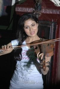 Sada Cute Photos in Mythri Telugu Movie