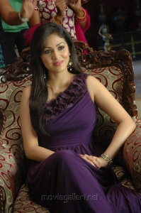 Maithri Movie Heroine Sada Stills