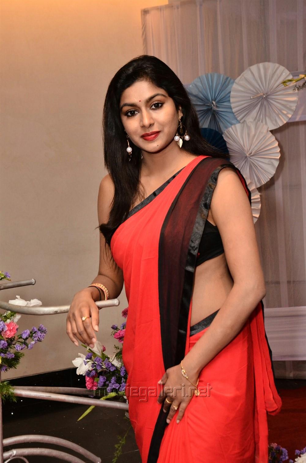 Actress Sai Akshatha Hot in Sleeveless Black Blouse & Red Saree Pics