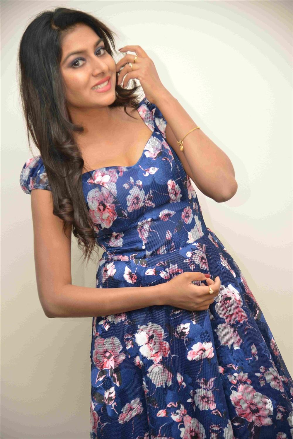 Telugu Actress Sai Akshatha Latest Images