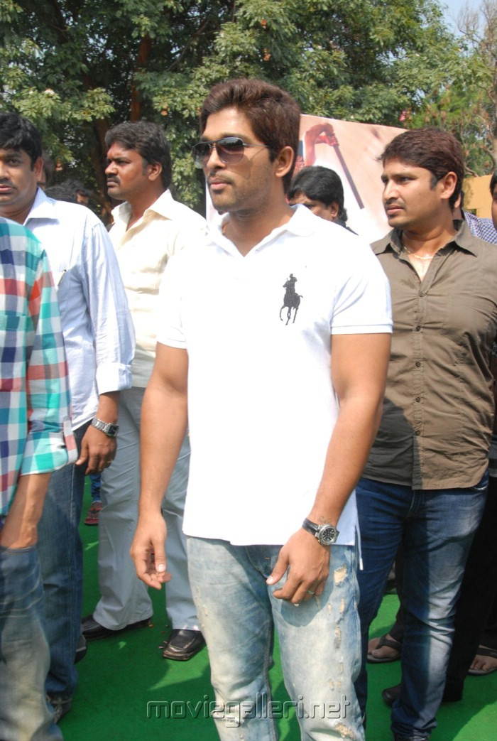 Allu Arjun at Sai Dharam Tej New Movie Opening Stills