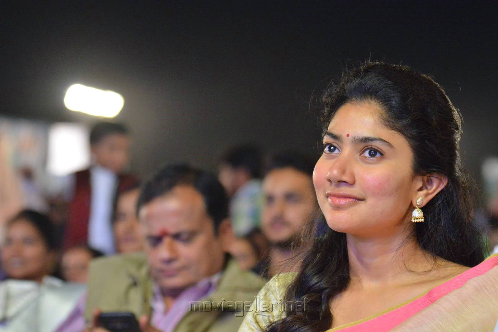 Actress Sai Pallavi Cute Saree Stills @ MCA Pre Release
