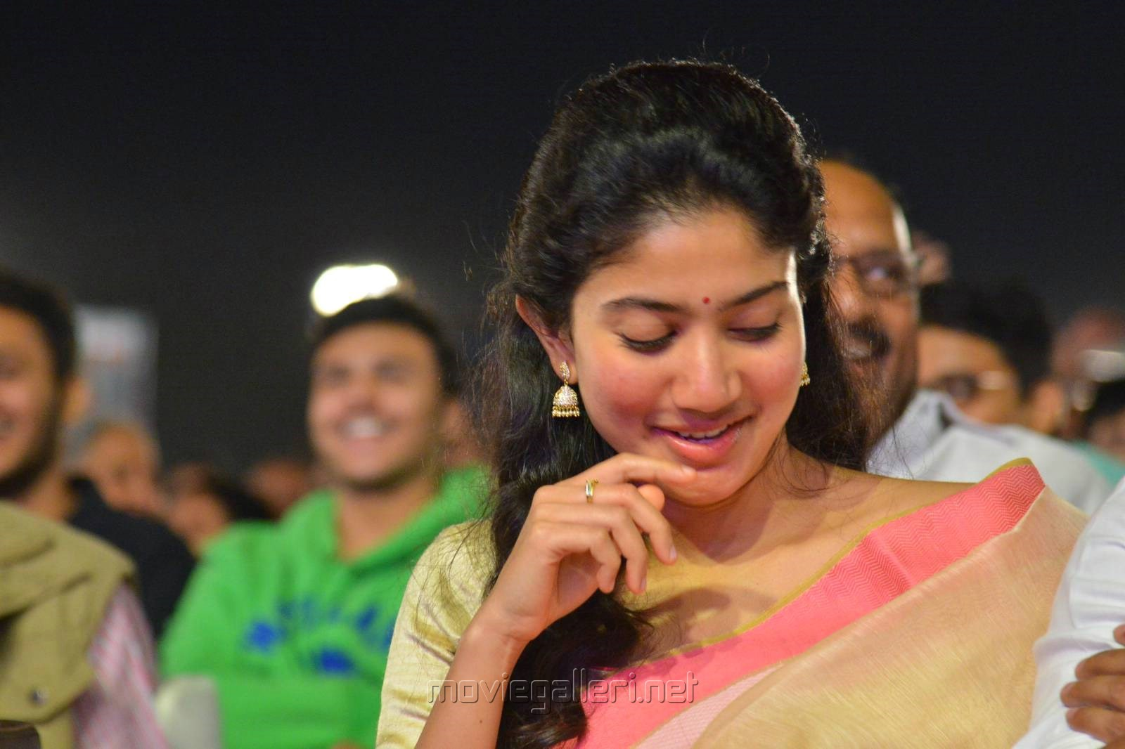 Actress Sai Pallavi Cute Saree Stills @ Middle Class Abbayi Pre Release