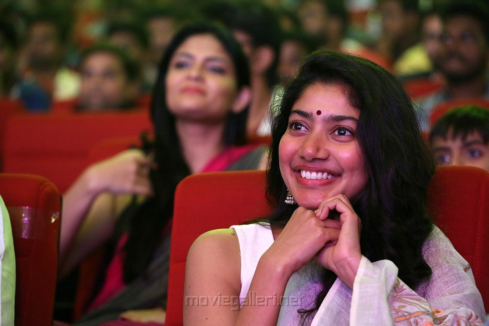 Padi Padi Leche Manasu Actress Sai Pallavi HD Photos