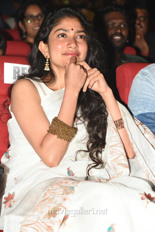 Actress Sai Pallavi Saree Photos @ Padi Padi Leche Manasu Pre Release Event