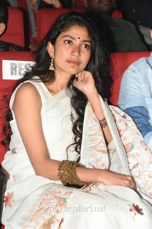 Padi Padi Leche Manasu Actress Sai Pallavi HD Photos