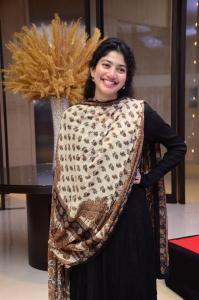 Love Story Heroine Sai Pallavi New Cute Pics