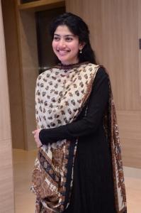 Love Story Actress Sai Pallavi New Cute Pics