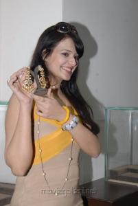 Actress Saloni Aswani at Hiya Jewellers Hyderabad Photos
