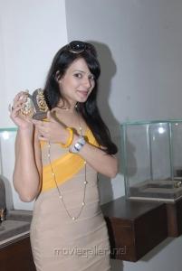 Actress Saloni Aswani at Hiya Jewellery Event Photos