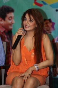 Actress Saloni Interview Photos about Meelo Evaru Koteeswarudu Movie