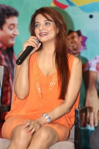 Meelo Evaru Koteeswarudu Actress Saloni Interview Photos