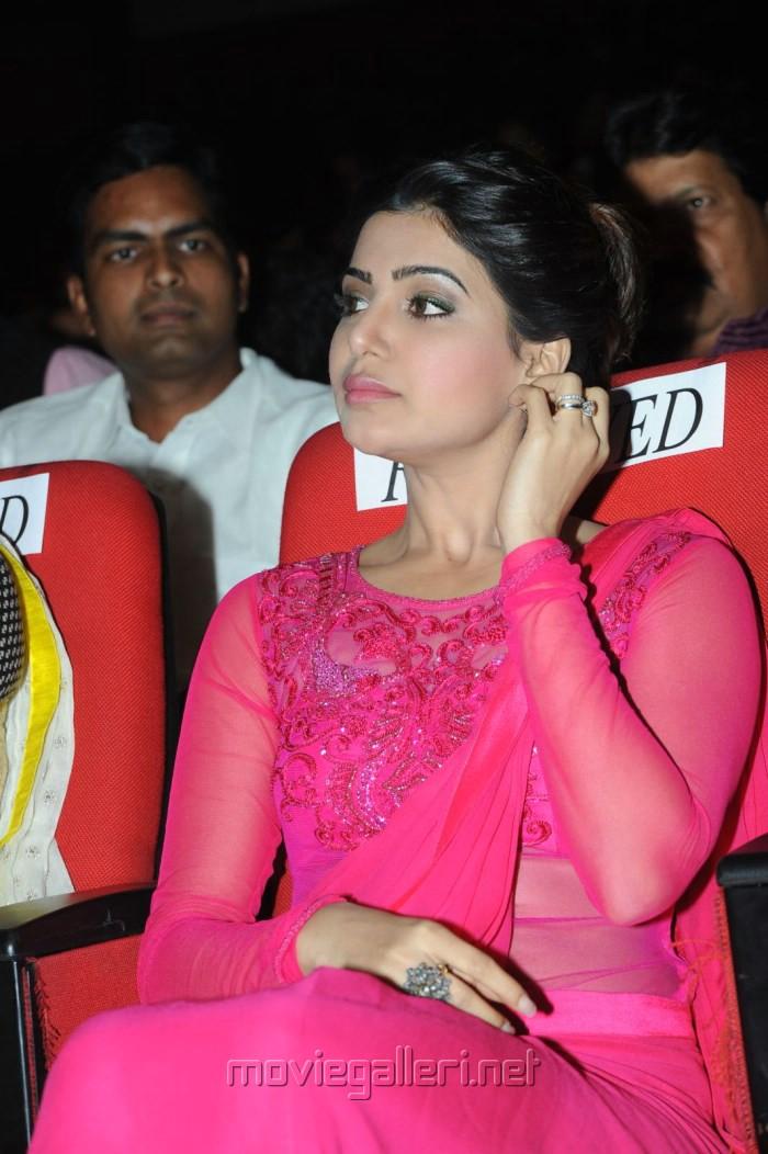 Actress Samantha Stills @ Autonagar Surya Audio Launch