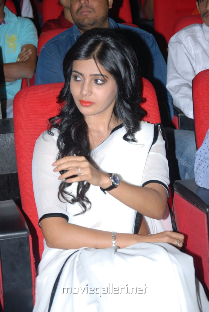 Cute Samantha Photos at Seethamma Vakitlo Sirimalle Chettu Platinum