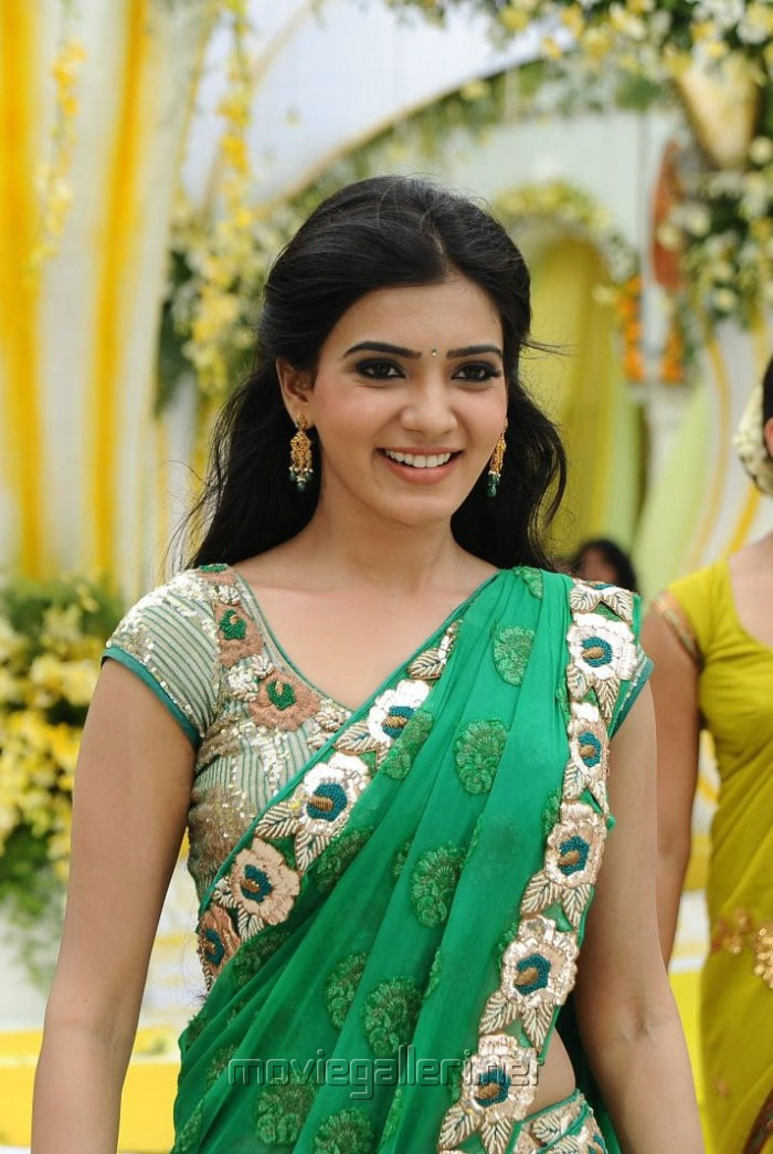 Samantha In Saree Wallpapers In Dookudu