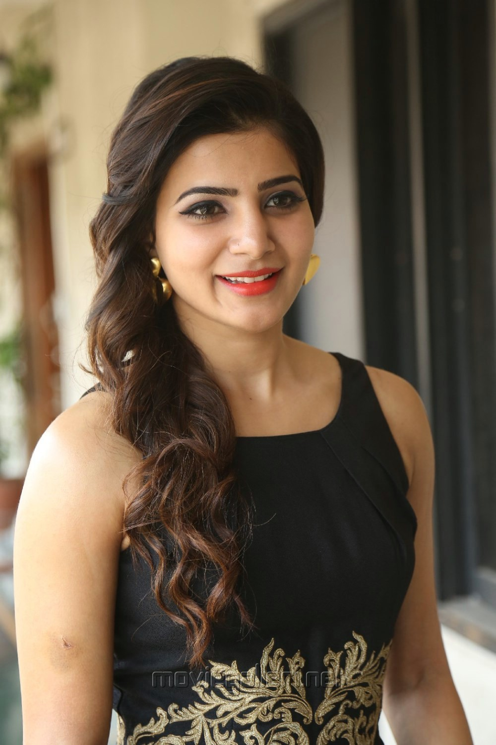 Cute Samantha Pictures @ Son Of Sathyamurthy Interview