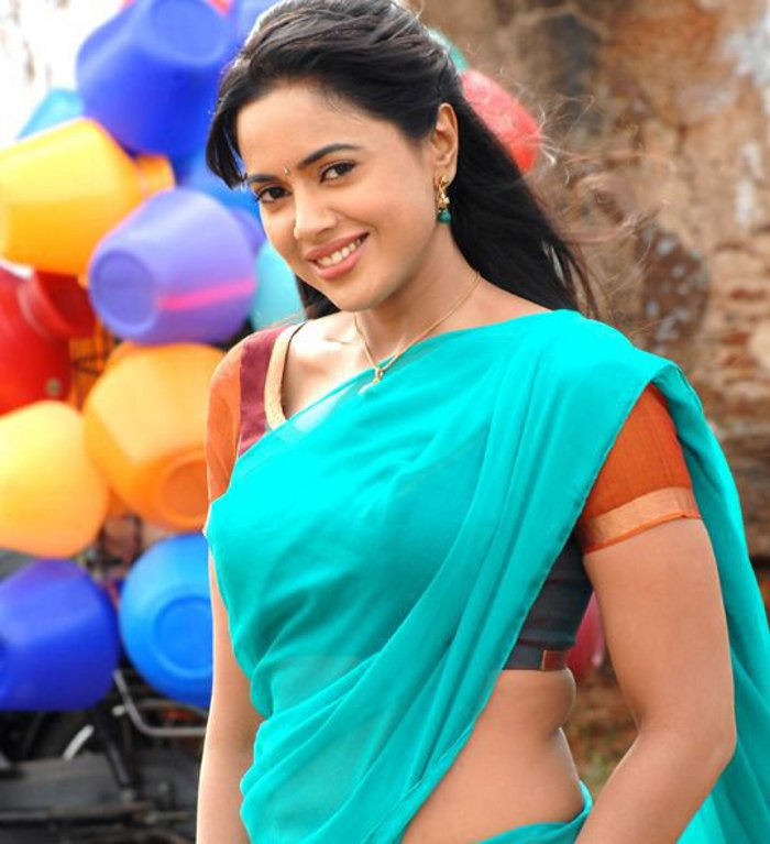 Sameera Reddy Amala Paul Vettai Movie