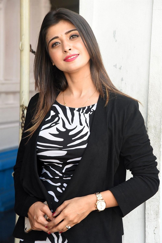 Victoria Maharani Movie Actress Samreen Wazir Stills