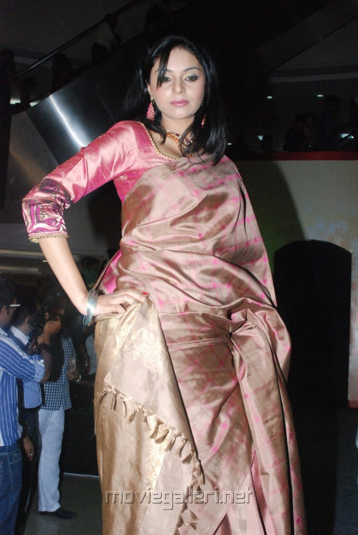 Sanam Shetty In Silk Saree Veethi
