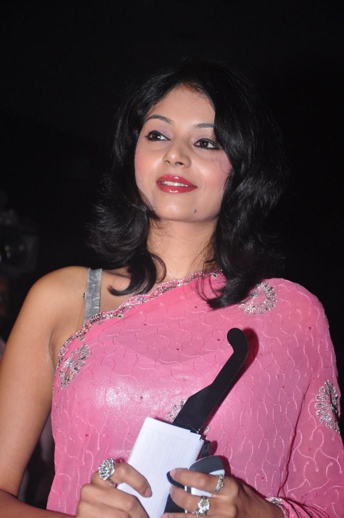 Actress Sanam Shetty Photos Stills @ Ambuli Tamil Movie