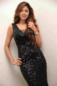 Actress Sanam Shetty New Photos