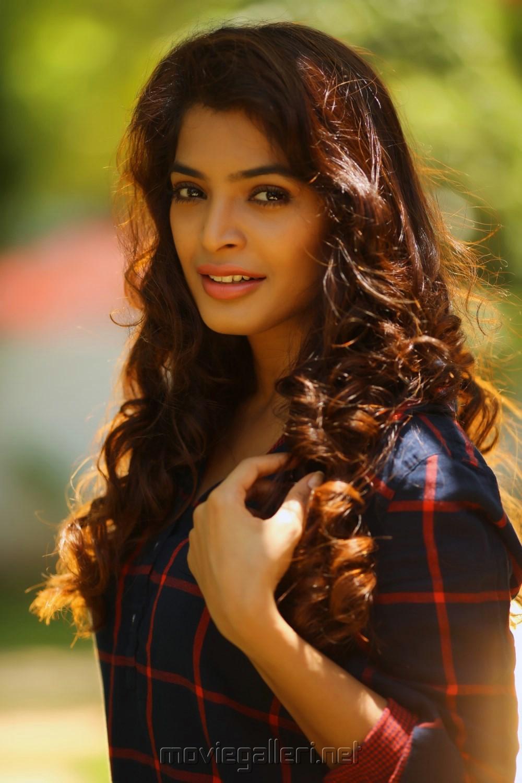 Tamil Actress Sanchita Shetty Photoshoot Images