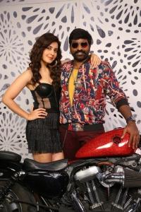 Raashi Khanna, Vijay Sethupathi in Sanga Thamizhan Movie Stills HD