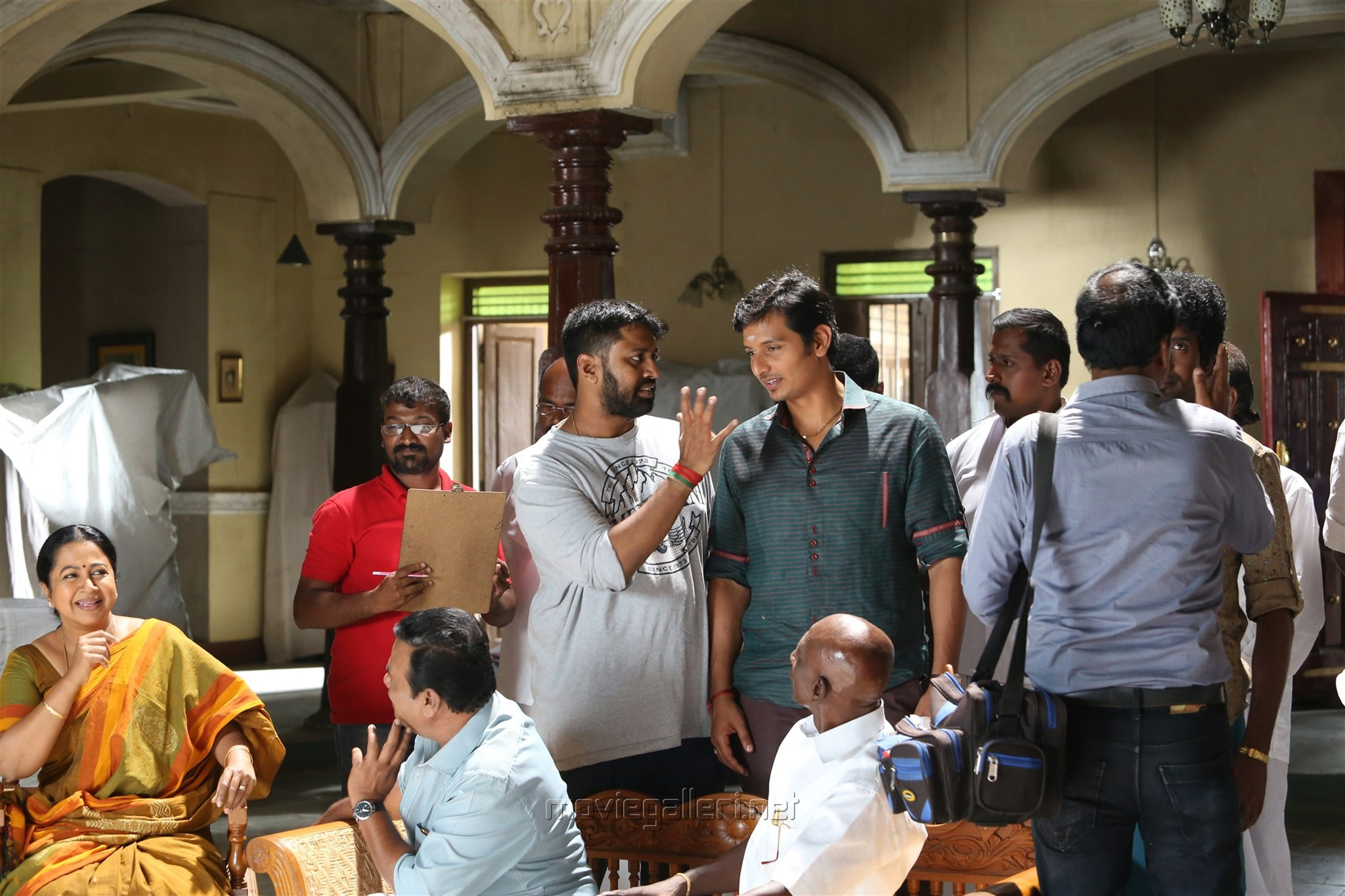 Radhika, Director ike, Jeeva @ Sangili Bungili Kadhava Thorae Movie Working Stills