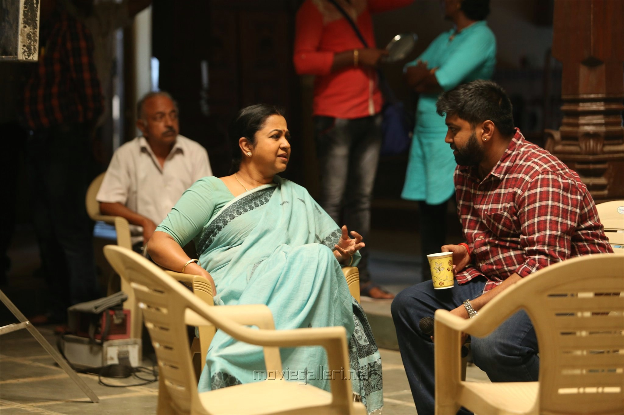 Actress Radhika, Director ike @ Sangili Bungili Kadhava Thorae Movie Working Stills