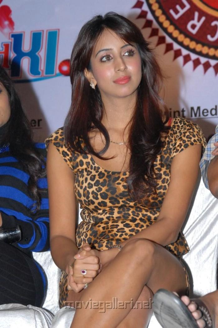 Telugu Actress Sanjana Galrani Latest Hot Photos