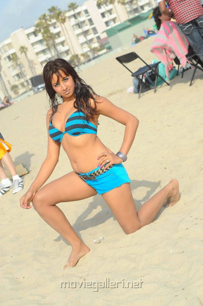 Yamaho Yamaha Movie Actress Sanjana Hot Bikini Photos