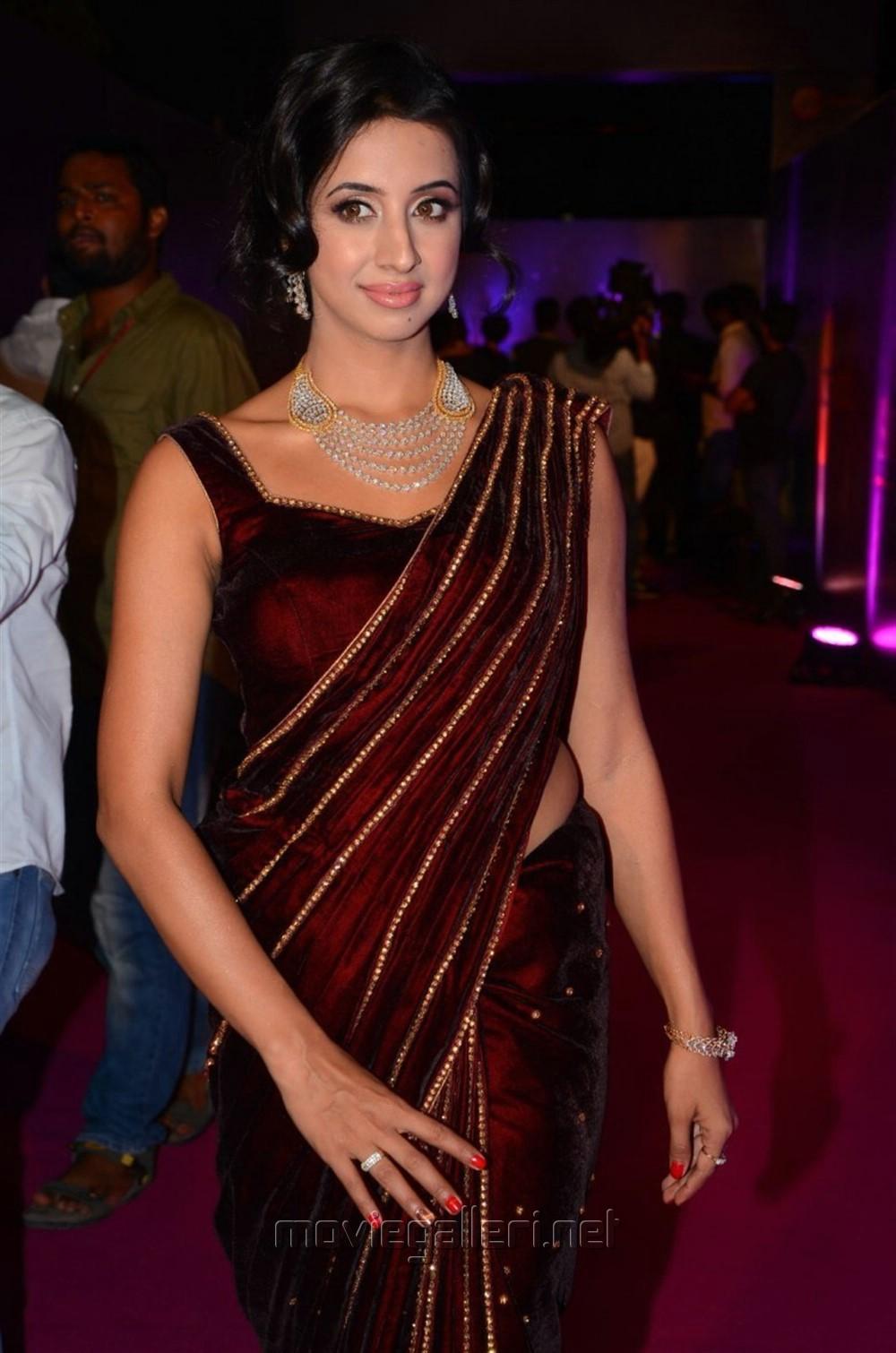 Actress Sanjjanaa Latest Stills @ Zee Telugu Apsara Awards 2018 Red Carpet