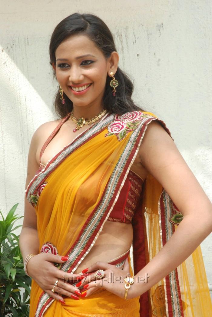 sanjana hot saree new stills pictures to pin on pinterest