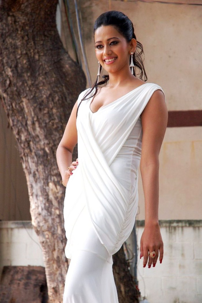 Sanjana Singh New Hot Pics