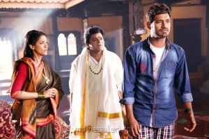 Mumaith Khan, Ali, Varun Sandesh in Saradaga Ammaitho Movie Stills