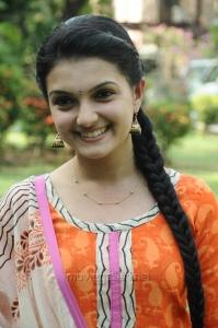 Tamil Actress Saranya Mohan Churidar Stills
