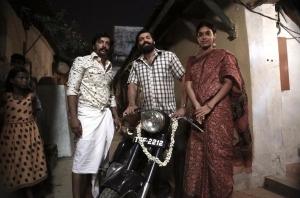 Kalaiyarasan, Arya, Dushara Vijayan in Sarpatta Parambarai Movie Stills