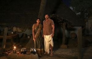 Dushara Vijayan, Arya in Sarpatta Parambarai Movie Stills