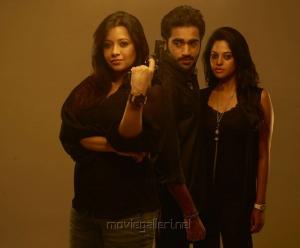 Bindu Madhavi, Thaman Kumar, Piaa Bajpai in Sattam Oru Iruttarai Movie Photos
