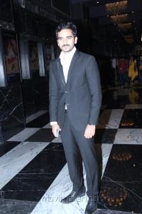 Actor Ashok Selvan @ Savaale Samaali Movie Trailer Launch Stills
