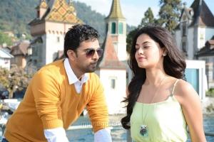 Ashok Selvan, Bindu Madhavi in Savale Samali Movie Latest Stills